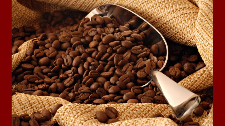 El café pierde su sabor en la heladera y se le impregna el olor de otros alimentos.