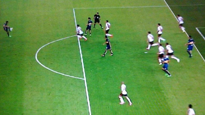 La fifa quiere un f tbol con l mite de faltas sin offside for Offside en el futbol