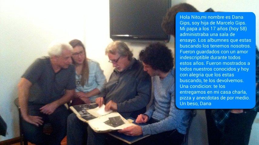 Marcelo y Dana Gips, con Nito, repasando las carpetas, mientras el músico les cuenta anécdotas de lo que va apareciendo en las páginas.