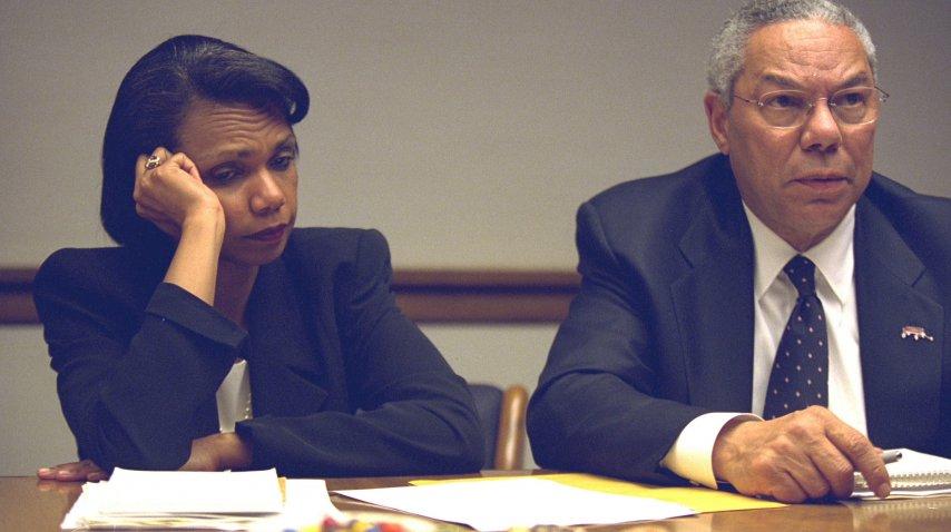 El secretario de Estado Colin Powell y la Asesora en Seguridad Nacional Condoleezza Rice