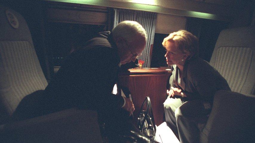 Una charla íntima entre Cheney y su mujer, Lynne, a bordo del Marine 02<br>