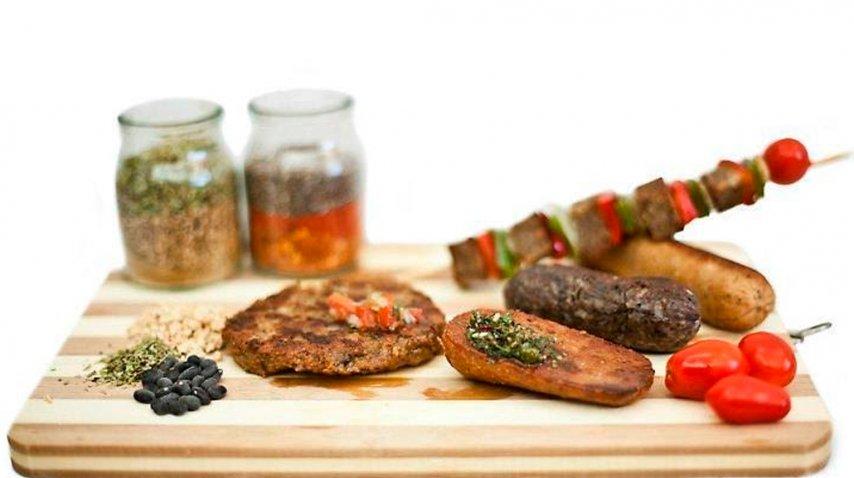 Chorizos y brochette veganos
