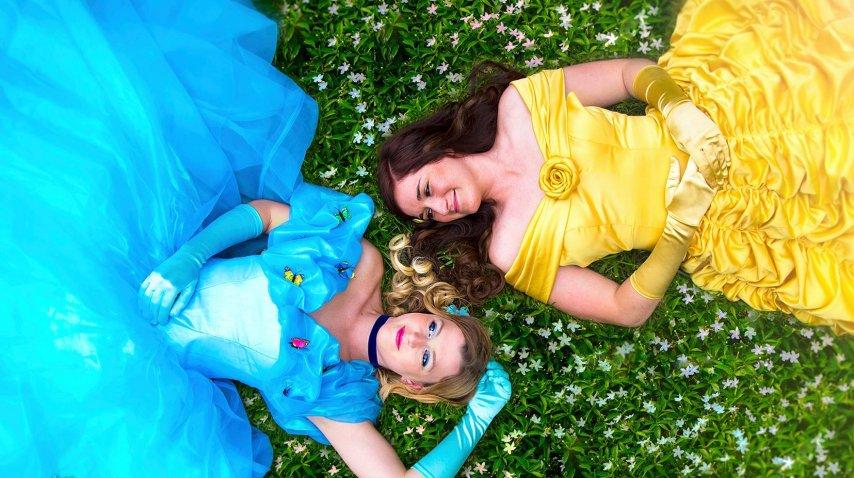 Una pareja se disfrazó de princesas de Disney para su boda<br>