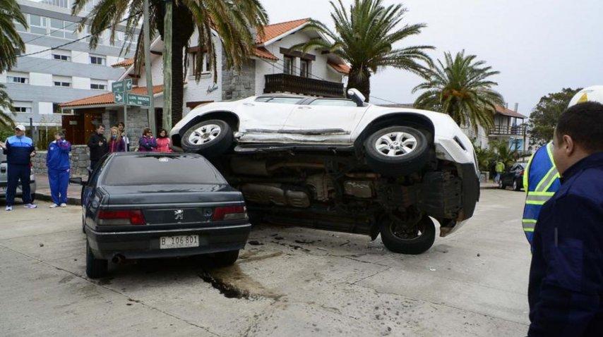 <p>Triple choque en Punta del Este. Gentileza de diario El País. </p><p></p>