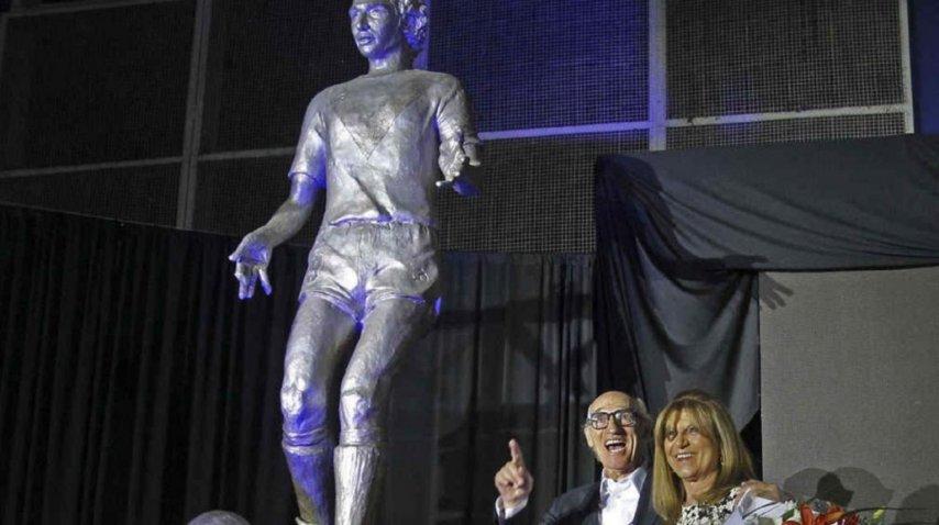 Estatua de Carlos Bianchi en Vélez