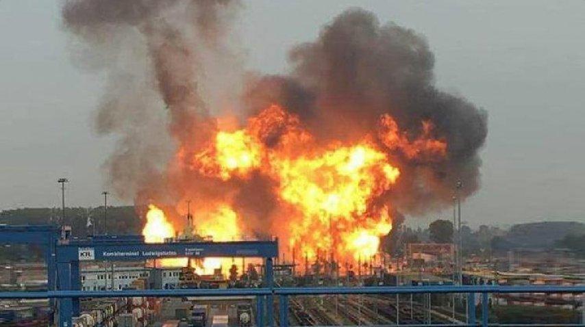 <i>El momento en que las llamas se apoderan de la planta alemana</i><br>