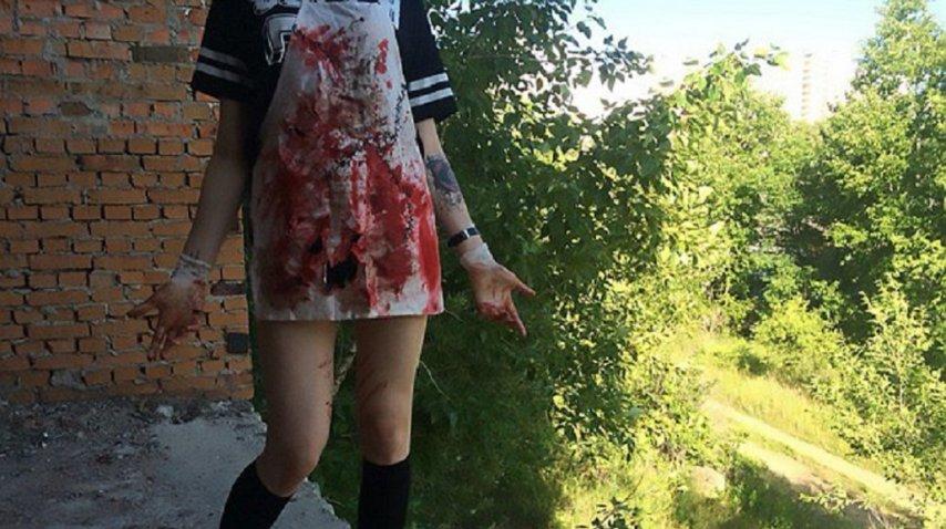 Orgullosa, la adolescente detenina mostraba su delantal ensangrentado