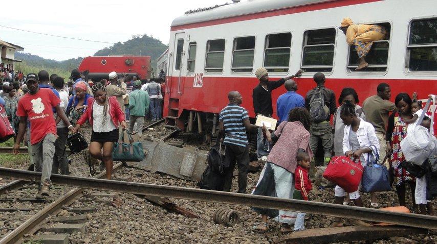 Más de 50 personas murieron en un accidente de tren en Camerún.<br>