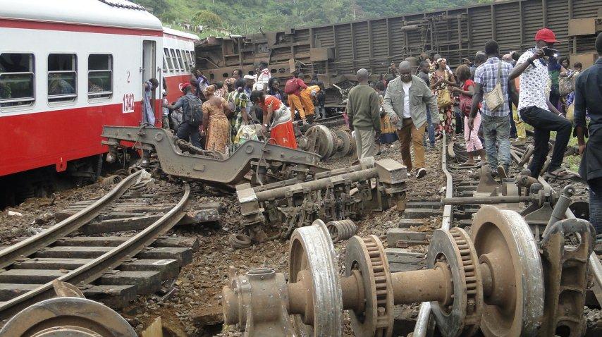 Más de 50 personas murieron en un accidente de tren en Camerún.