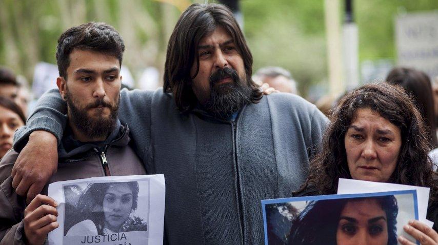 Matías Pérez, el hermano de Lucía, junto a su familia.<br>