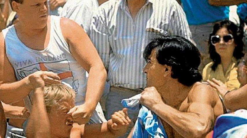 Raúl Gámez pelando con un hooligan inglés en México '86