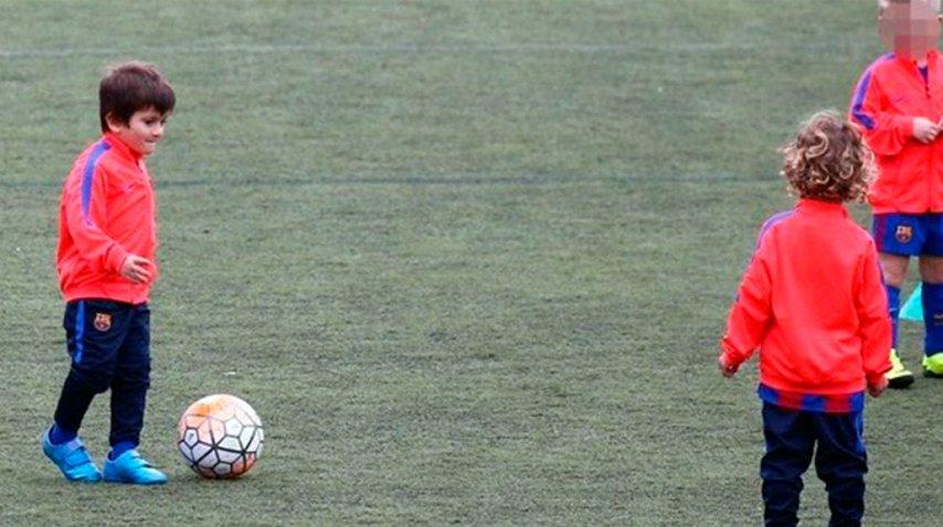 Thiago Messi entrenando en Barcelona.<br>