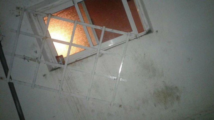 Esta es la ventana por la que el pastor intentó meterse en la casa de la vecina.<br>