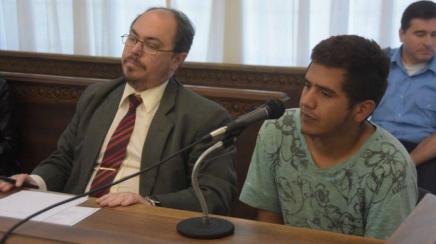Juan Ernesto Canello, el acusado, junto a su abogado defensor.<br>