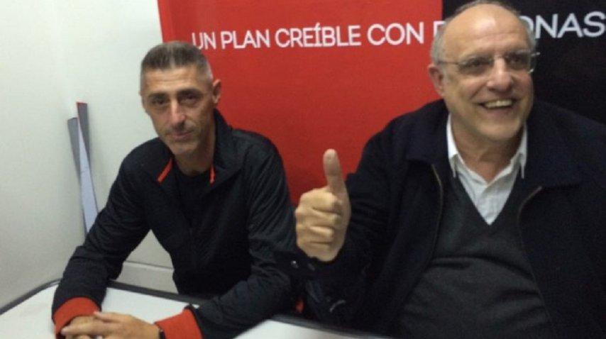 Cristian D'amico (izquierda) con Eduardo Bermúdez, el presidente de Newell's Old Boys