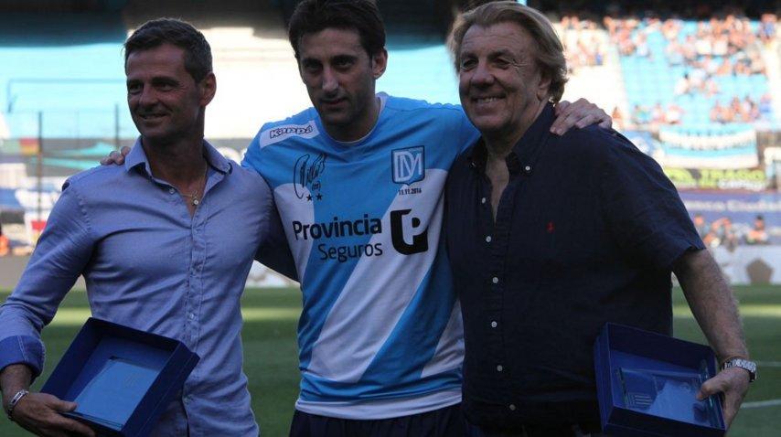 Milito junto a Merlo y Diego Cocca, en su despedida