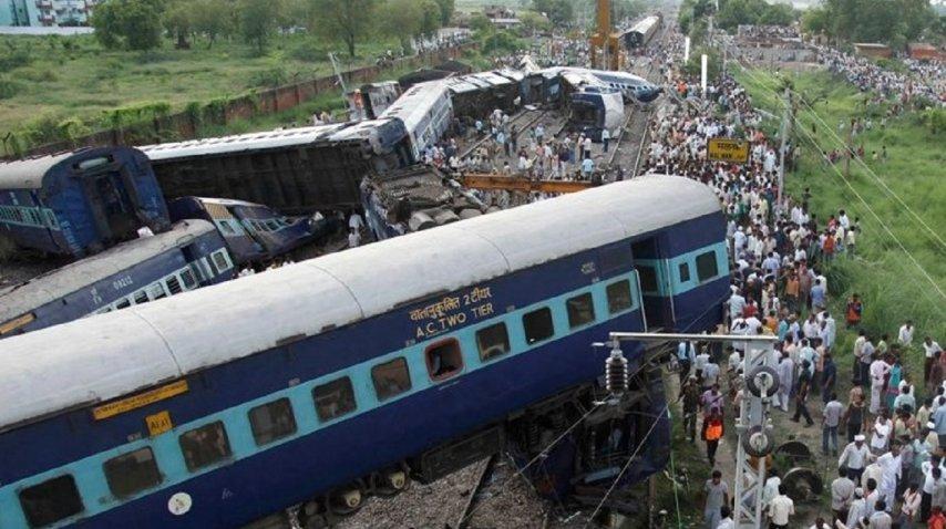 Un tren descarriló en India, hay al menos 60 muertos - Crédito: @mkh511