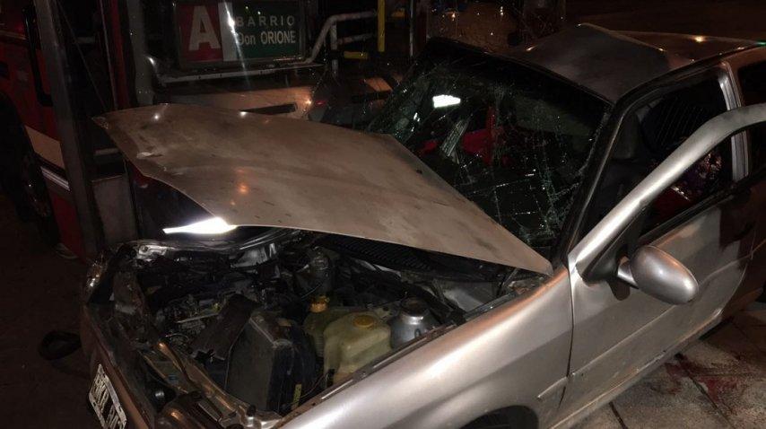 <p>Un colectivo de la línea 160 chocó con un auto en Valentín Alsina, hay un muerto</p><p></p>