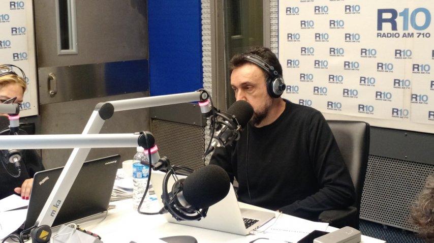 Roberto Navarro en su debut en las mañana de Radio 10.