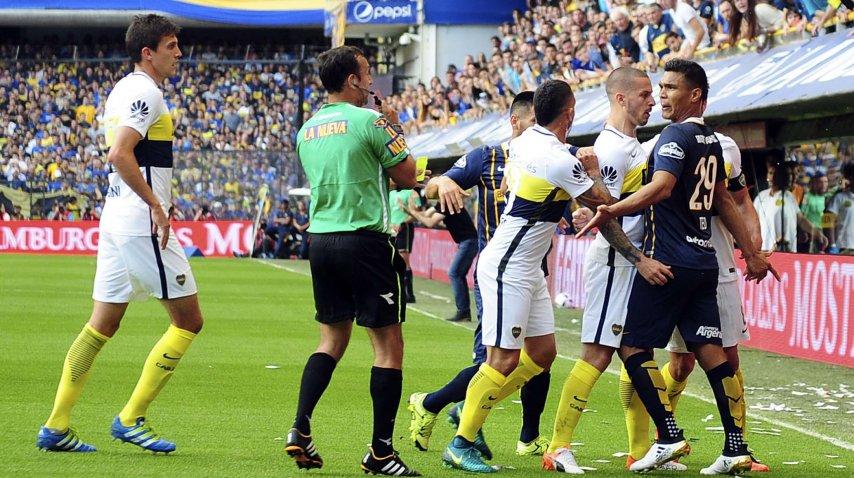 Darío Herrera le mostró la tarjeta roja a Teo Gutiérrez y Ricardo Centurión<br>