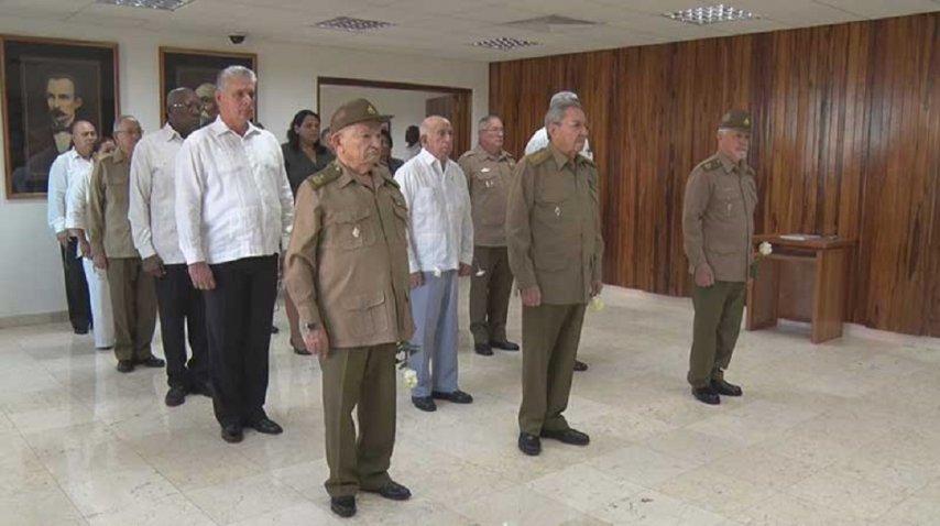Raúl Castro encabeza un minuto de silencio por la muerte de Fidel Castro