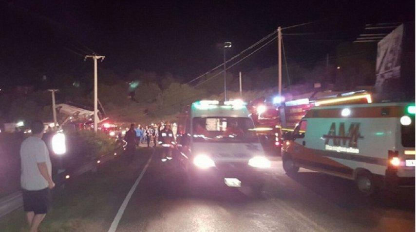 21 chicos heridos por un vuelco en Córdoba - Crédito: cadena3.com