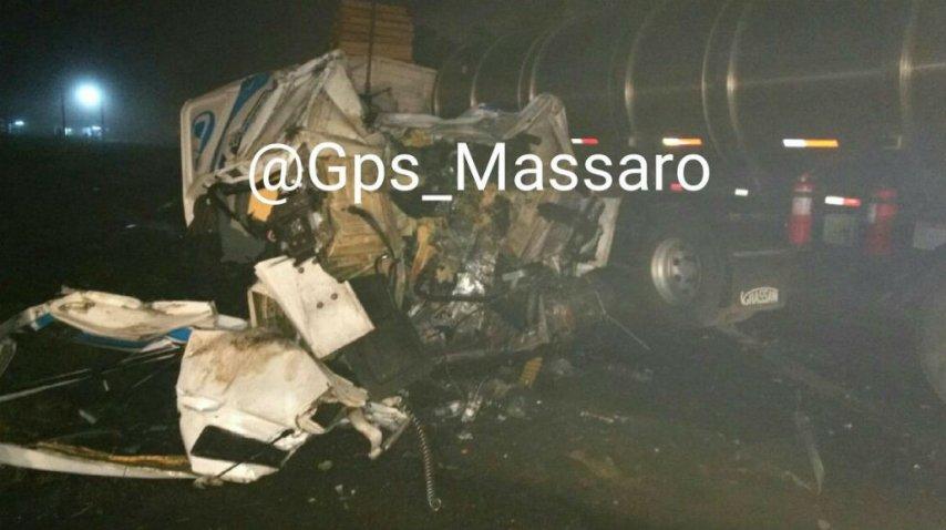 Así quedaron los camiones tras el choque<br>