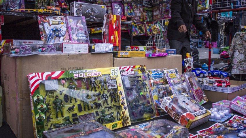 Venta callejera de juguetes