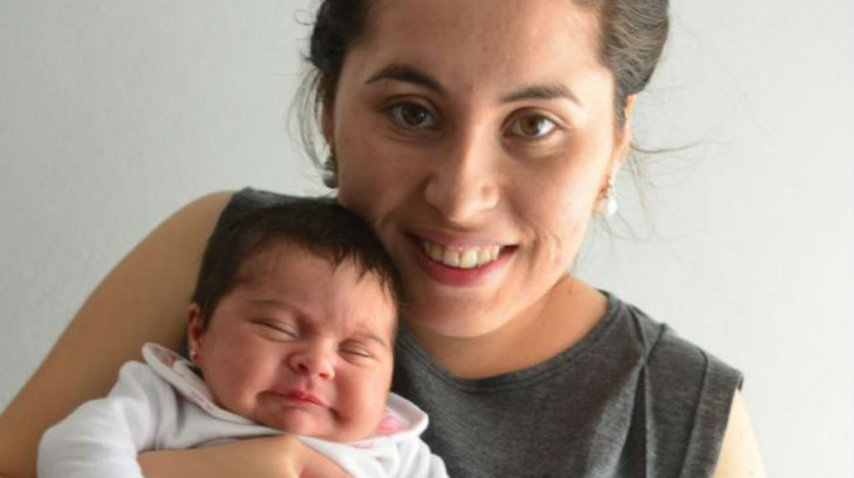 Brenda junto a su hija, Ángeles Milagros<br>