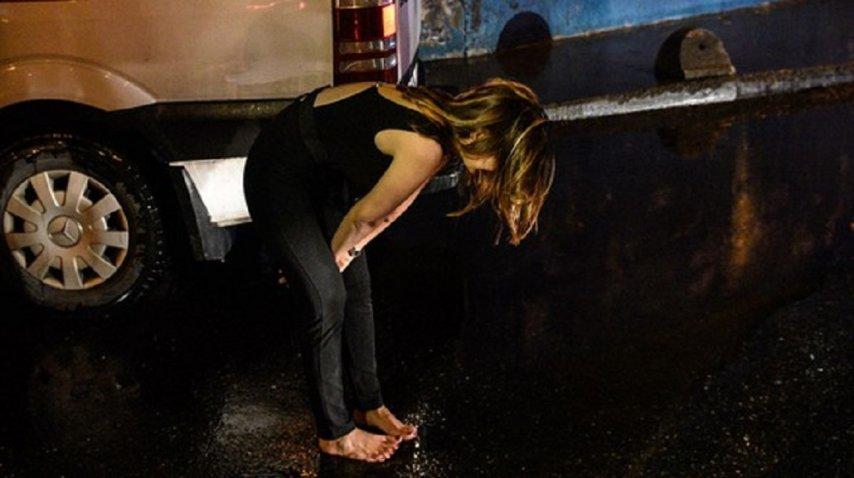 Descalza, una mujer escapó del lugar del horror