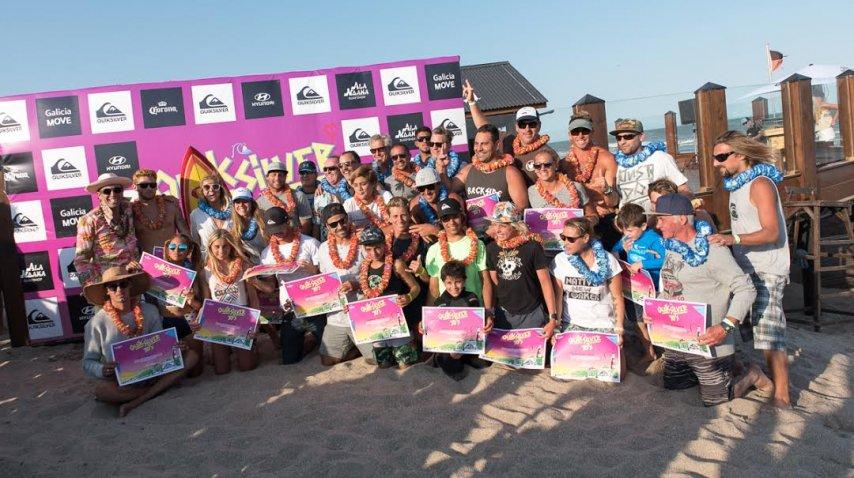 Todos los participantes se divierten luego de la premiación. Fue una fiesta del surf. (foto:Beto Oviedo y Diego Di Yorio)