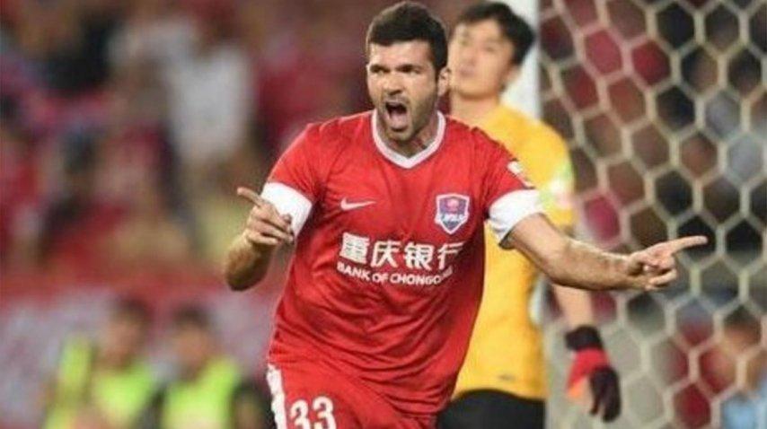 Emmanuel Gigliotti, con la camiseta del Chongqing Lifan