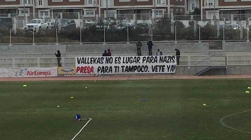 Las banderas que colgaron en Vallecas<br>