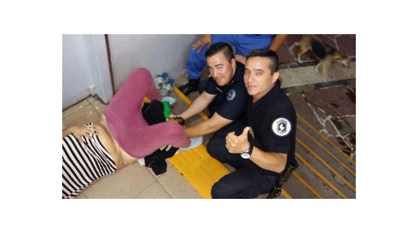 Estos son los policías que asistieron el parto<br>