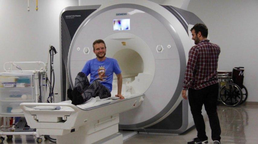 El uzbeco, a punto de hacerse una resonancia magnética<br>