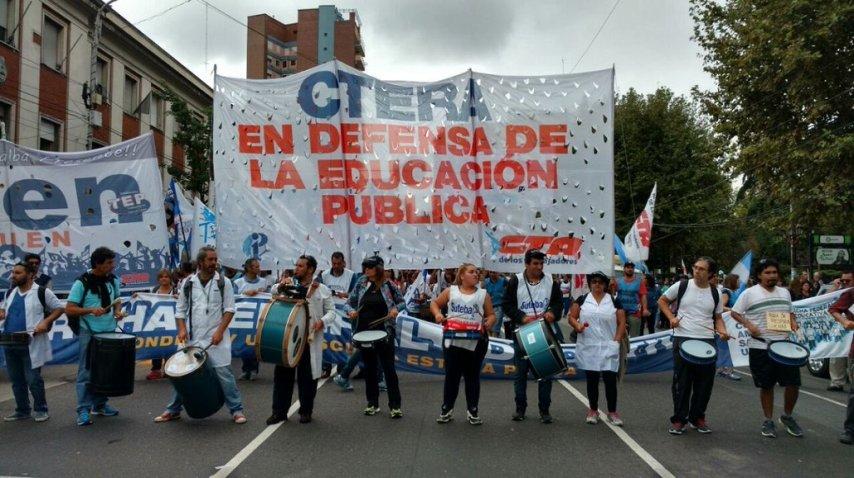 Avanzan las columnas de docentes por la Ciudad<br>