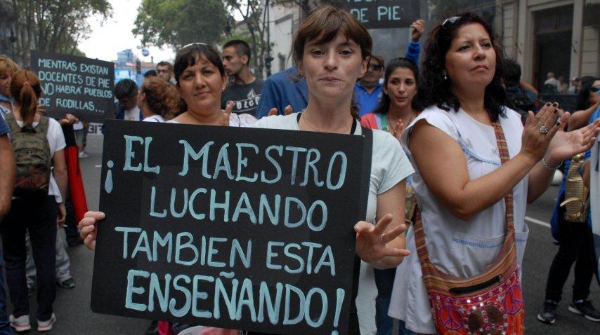 Los maestros le dedicaron un tema a Macri en la masiva marcha