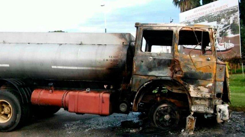 El camión terminó prendido fuego<br>