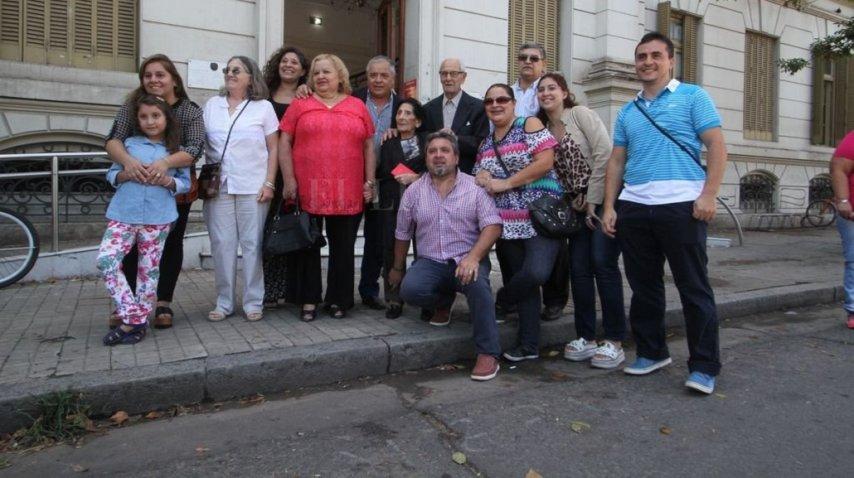 Baldomero Bartolo Landa y Valeriana Vega con su numerosa familia