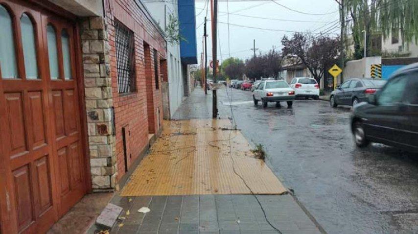 El cableado de la calle también fue afectado por el rayo<br>