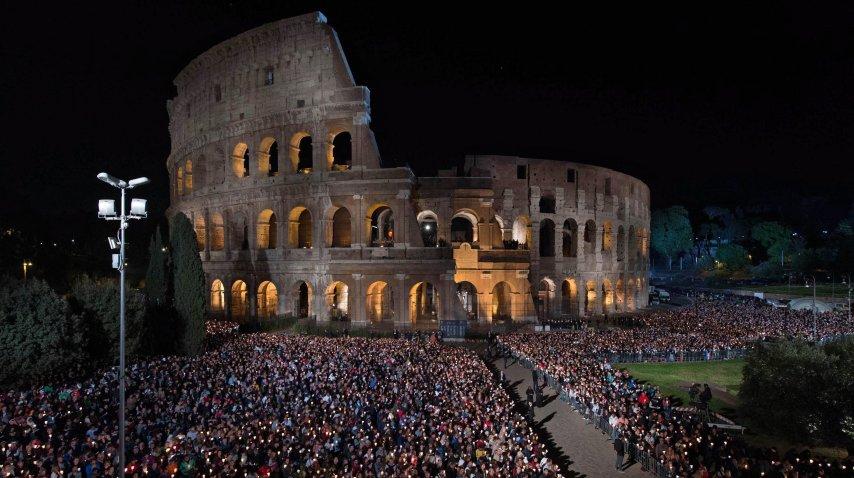 El Vía Crucis se realizó en el Coliseo de Roma<br>