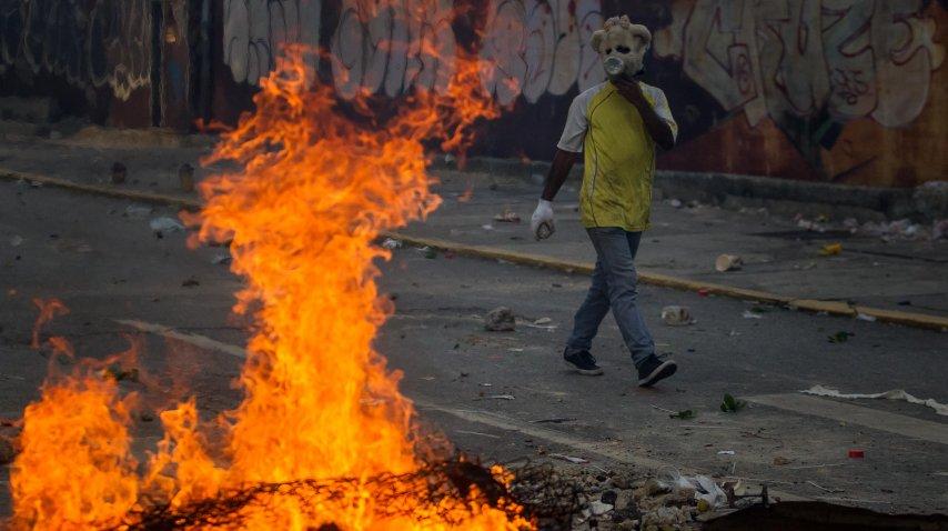 Las calles de Venezuela están envueltas en llamas<br>