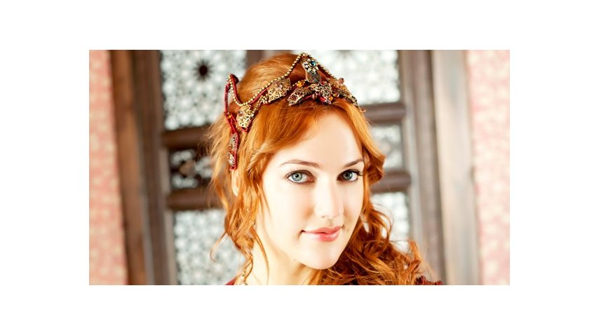 Alexandra es Meryem&amp;nbsp;Uzerl<p></p>
