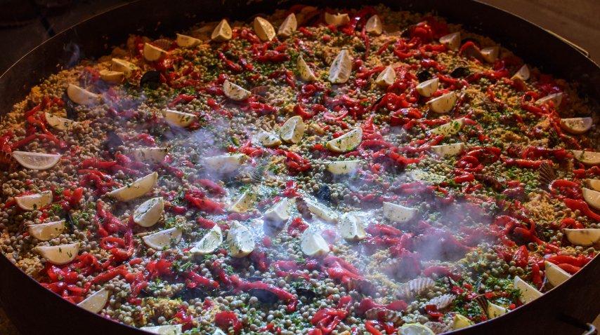 Uno de los plátos clásicos del lugar: la paella<br>