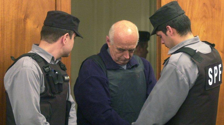 Christian Von Wernich al ser detenido tras el juicio<br>
