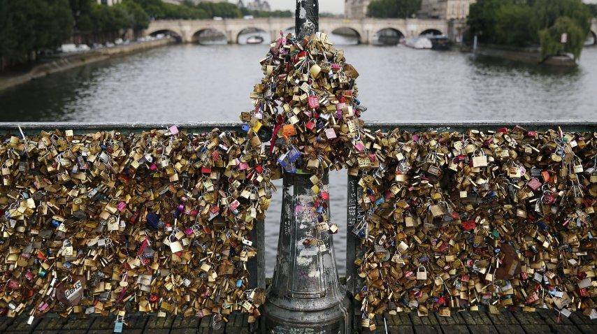 <p>Subastarán los candados del famoso puente del amor de París</p><p></p>