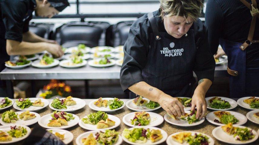 La cocina en acción (Foto: Rodrigo Ruiz Ciancia)