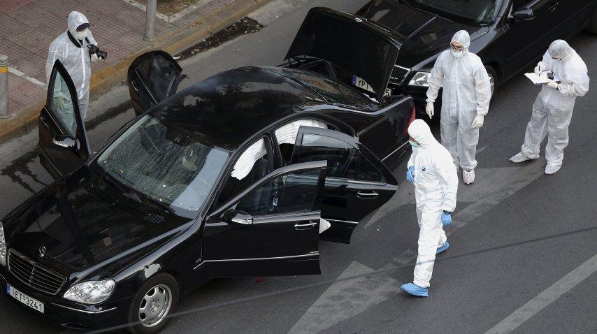 Así quedó el coche de Papadimos tras la explosión<br>