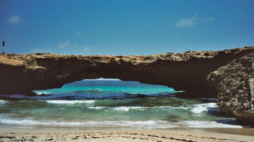 Puente Natural en Arube - Crédito: www.turismoenfotos.com