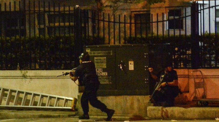 Efectivos policiales rodean el casino<br>